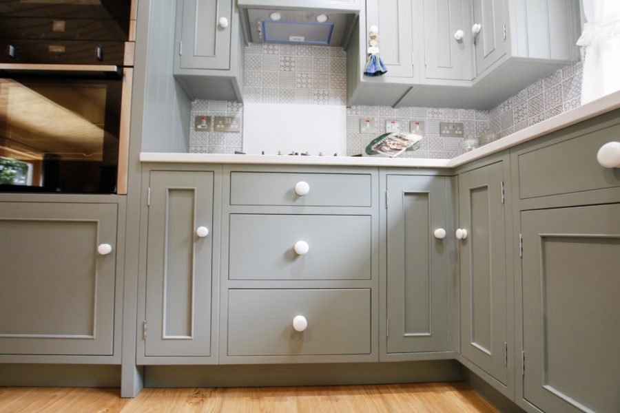 White porcelain handles give the kitchen a retro feel. Bespoke kitchen created for our customer who lives in a log cabin the Staffordshire countryside. Handmade by Mudd & Co