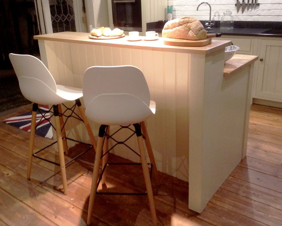 Stepped kitchen island by Mudd & Co